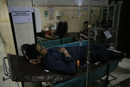 Karyawan PT Interbat yang dirawat di RSUD Sidoarjo yang diduga keracunan setelah makan snack gadung.