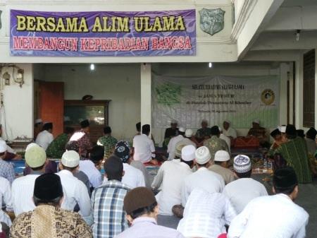 Kyai NU se Jatim saat sikaturahmi di Ponpes Al-Khoziny, Buduran