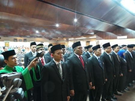 Proses pengambilan sumpah pelantikan anggota DPRD Sidoarjo periode 2014-2019