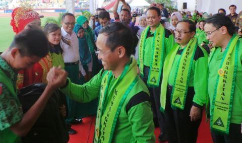 Wabup HMG Hadi Sutjipto, Ketua DPRD Sidoarjo Sullamul Hadi Nurmawan saat acara UKS di GOR Delta Sidoarjo
