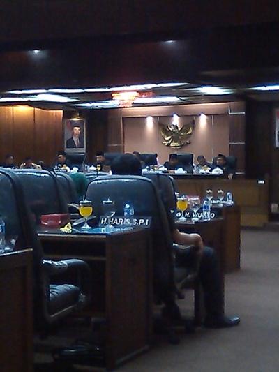 Rapat Paripurna Sidang ke-2 Pandangan Umum Fraksi-Fraksi, dihadiri Wakil Bupati Sidoarjo, HM. Hadi Sutjipto, SH, MM. (foto : kaji dar)