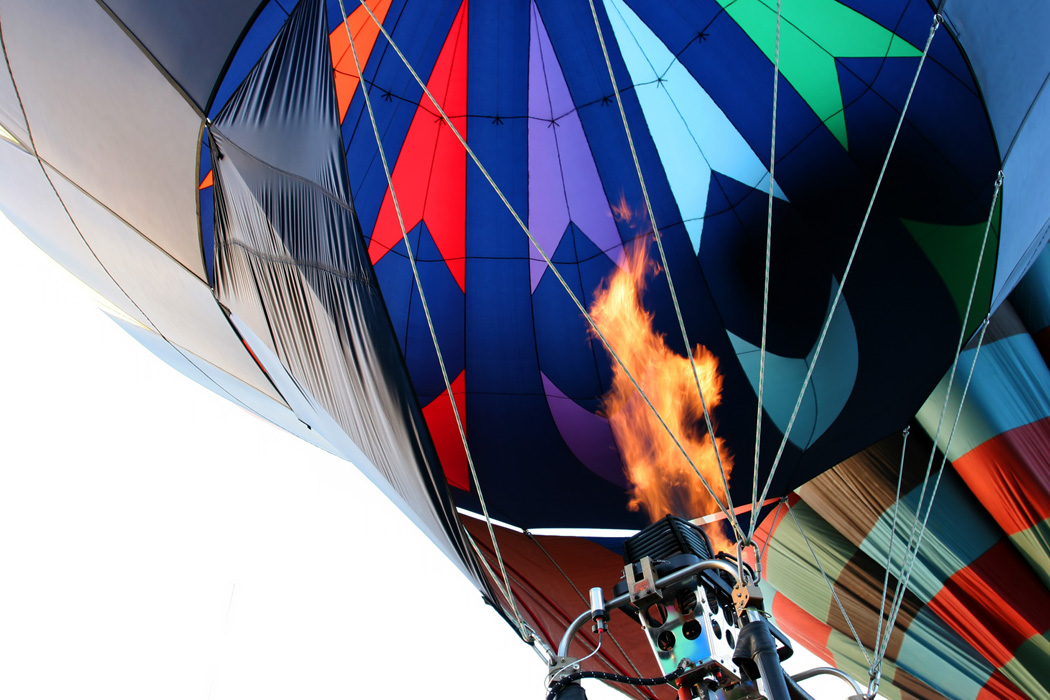 hot air balloon - firing the burner