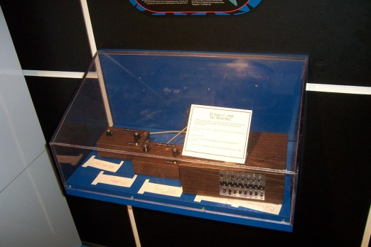 """Ralph baer brown box prototype"" by George Hotelling from Canton, MI, United States"