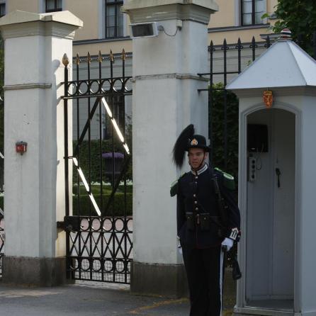 Wache vor dem königlichen Schloss Oslo Wachablösung