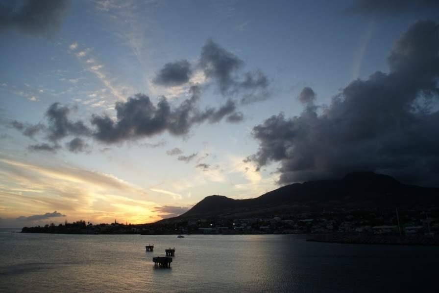 Atemberaubender Sonnenuntergang St. Kitts mit AIDA