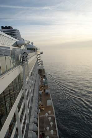 Lanai Deck AIDAprima Meer Aussicht Außenbereich von oben