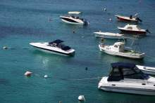 türkisblaues Wasser Kroatien Split Hafen Boote Anleger Aida