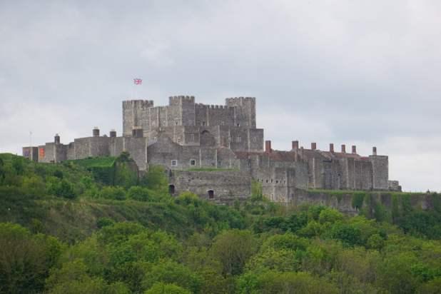 Dover Castle Eingang Sehenswürdigkeit Außenansicht Außenbereich Ausblick Wald