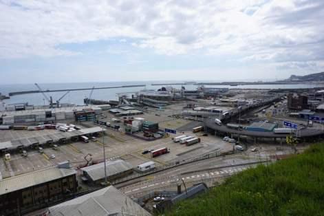 Fährhafen von Dover Kreidefelsen Schiffe Boote