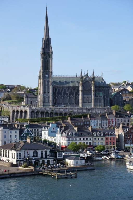 St. Colman Kathedrale vom Meer aus Sail Away