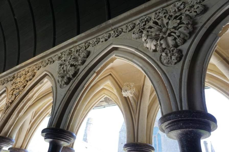 Kreuzgang Mont-Saint-Michel Abtei