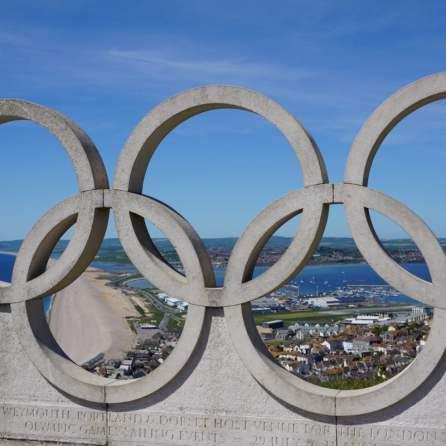 Skulptur der Olympischen Ringe Segelwettbewerb der Sommerolympiade 2012 Austragungsort Isle of Portland