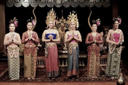 Culture, Femmes - Le Dhara Dhevi - Un hôtel aux allures d'un temple thaï - Hôtel, Thaïlande