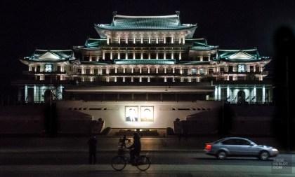 architecture monument nuit - pyongyang - Coree du Nord, l'envers de la medaille - Asie, Coree du Nord