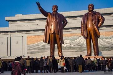 monument statue leader peuple - Les Nords-Coreens - Coree du Nord, l'envers de la medaille - Asie, Coree du Nord