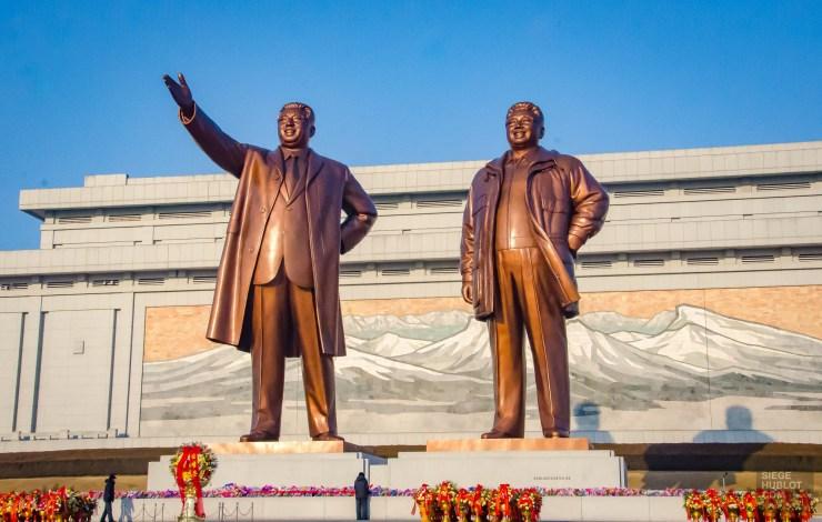 monument statue leader - pyongyang - Coree du Nord, l'envers de la medaille - Asie, Coree du Nord