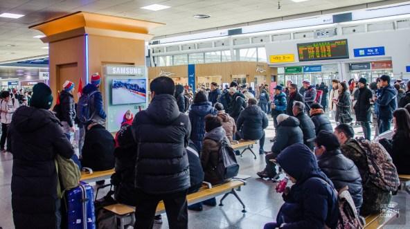 train gare foule olympique - Train haute vitesse - Un petit saut aux Olympiques - Asie, Corée du Sud