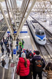 train gare foule olympique2 - Train haute vitesse - Un petit saut aux Olympiques - Asie, Corée du Sud