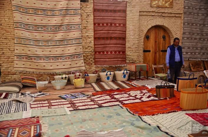 tozeur vendeur tapis - La médina - Tunisie, de la mer au désert - Afrique, Tunisie