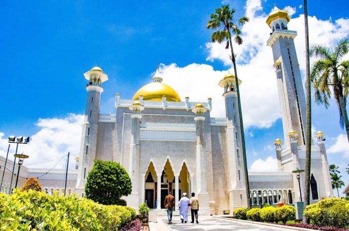 fideles Mosquee Omar Ali Saifuddien - Sultanat de Brunei Darussalam - Asie, Brunei