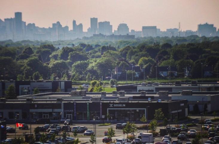 Vue sur les boutiques et le centre-ville de Montréal - Quartier Dix30 - Tous les petits plus du Alt+ - Amérique du Nord, Canada, Québec, Montréal