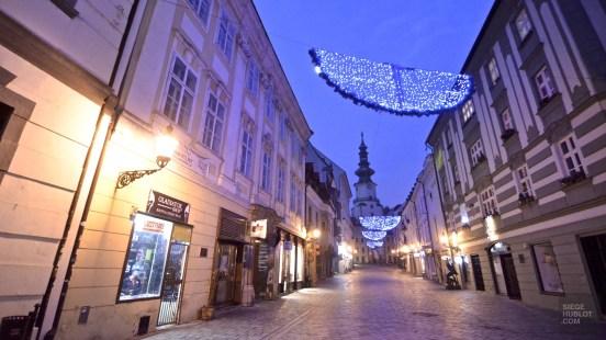 Rue décoration vieille ville - Bratislava, Slovaquie - Marchés de Noël - Europe, Autriche, République tchèque, Slovaquie
