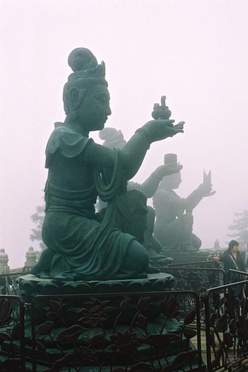 Statues au monastère de Ngong Ping - Activités - Séjour à Hong Kong - Asie, Chine