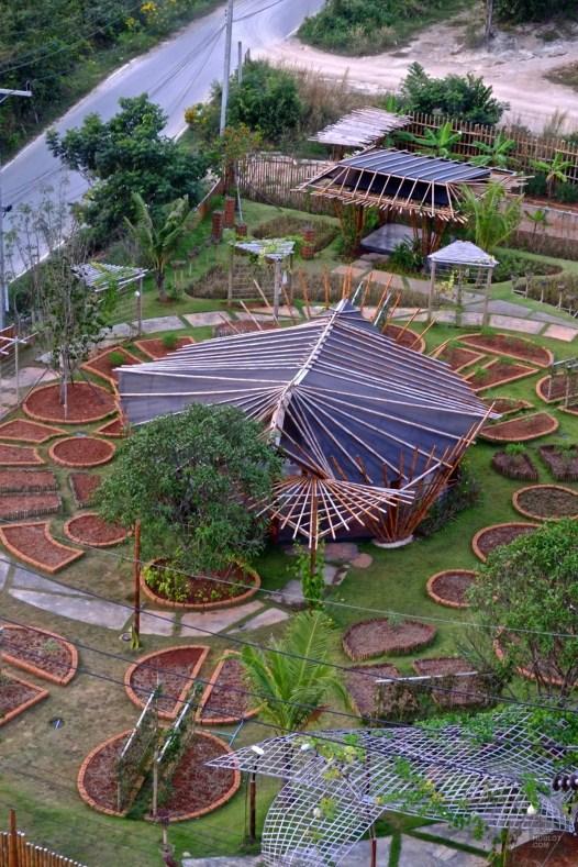 Les jardins vus de la terrasse - De la ferme à la table - Krabi et son unique resort écologique - Asie, Thaïlande