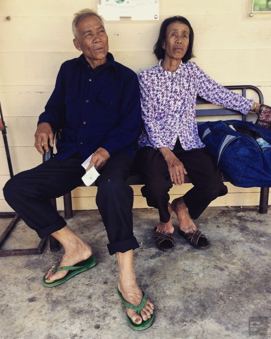 Attendre à la station d'autobus - Les Backpackers et les nombreux Hostels - Pai et la fraicheur des montagnes - Asie, Thaïlande