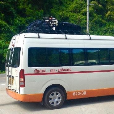 Le minivan fait un arrêt à mi-chemin - Province de Mae Hong Son, Thaïlande du Nord - Pai et la fraicheur des montagnes - Asie, Thaïlande