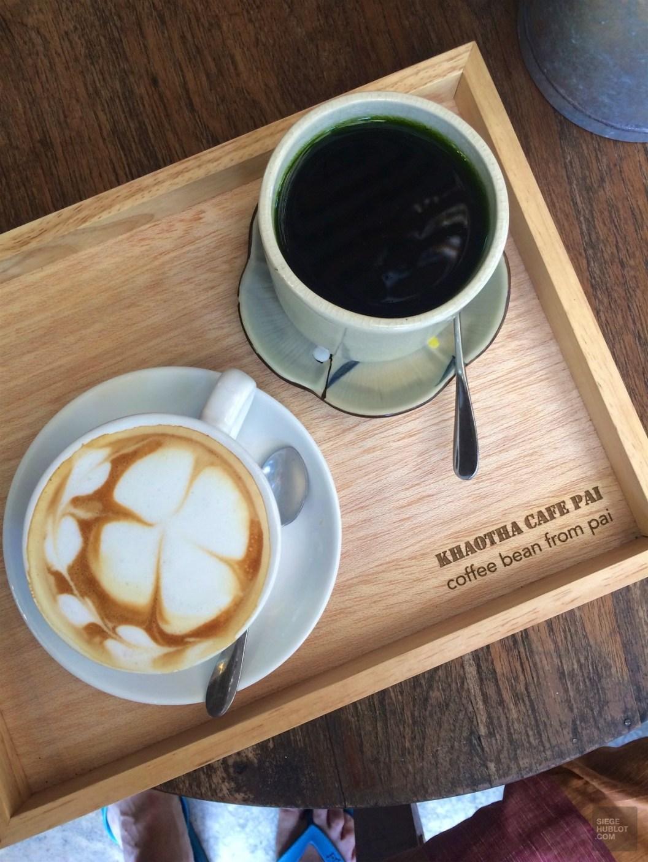 Thé vert et latte au Khaotha Cafe Pai - Les Restaurants - la fraicheur des montagnes - Asie, Thaïlande