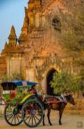 cheval caleche - Bagan, capitale de l ancien royaume de Pagan - A la recherche du temple perdu Bagan, Myanmar - Asie, Myanmar