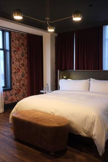 Papier peint fleuri et rideaux en velours - The Broadview - 12 Hôtels à Toronto - Amérique du Nord, Canada, Ontario
