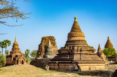 stationnement - Bagan, capitale de l ancien royaume de Pagan - A la recherche du temple perdu Bagan, Myanmar - Asie, Myanmar