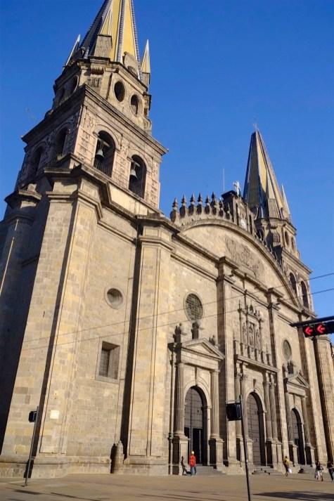 La cathédrale vue de la Plaza Guadalajara - Architecture coloniale - Tout ça à Guadalajara - Destination, Amérique du Nord, Mexique