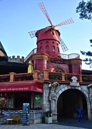 Le moulin rouge - Le Village Francais - Faire le Pont à Ba Na Hills - Asie, Vietnam