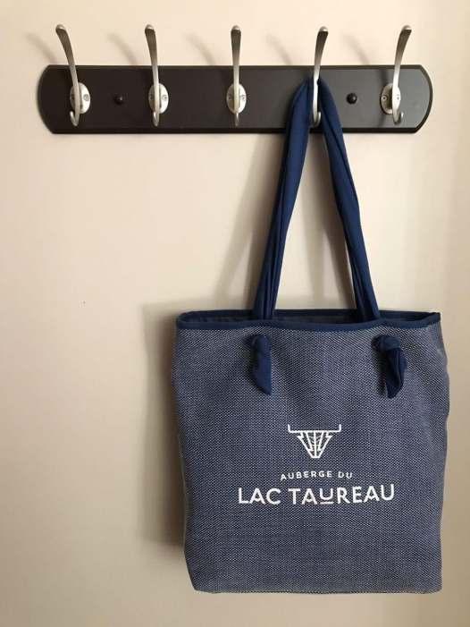 Nouveau logo - Auberge du Lac Taureau - Amérique du Nord, Canada, Québec, Lanaudière, À haire, Hôtels, Roadtrip