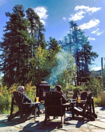 Prendre une bière sur la terrasse - Auberge du Lac Taureau - Amérique du Nord, Canada, Québec, Lanaudière, À haire, Hôtels, Roadtrip