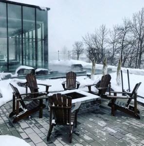 Assis près d'un foyer - Les petits plus - Le Strøm spa nordique du Vieux-Québec - Canada