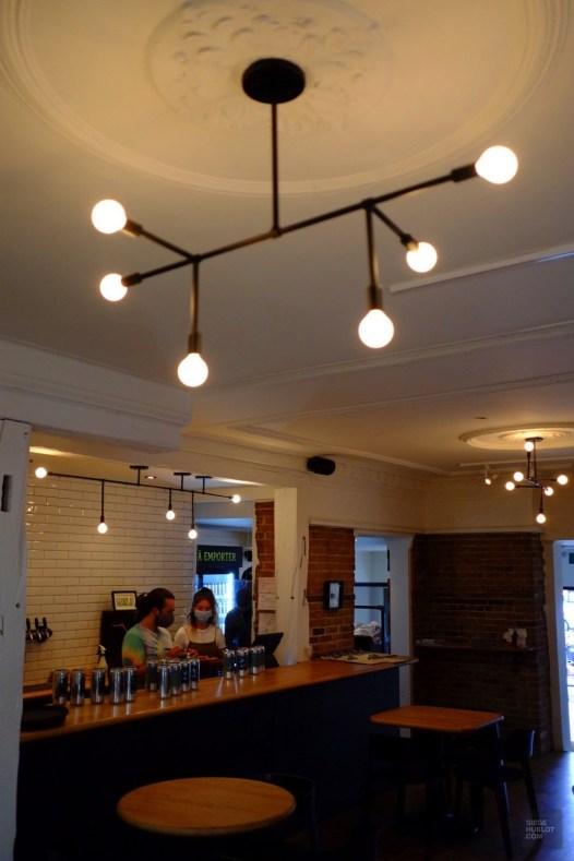 Décor intérieur - Brasserie Sir John Brewing co. - Une journée dans les Basses-Laurentides - Amérique du Nord, Canada, Québec, Laurentides