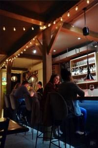 Ambiance feutrée - Restaurant La Porte Arrière - Un épicurien à Rivière-du-Loup - Amérique du Nord, Canada, Québec, Bas St-Laurent