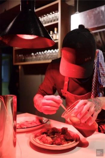 Le chef au travail - Restaurant La Porte Arrière - Un épicurien à Rivière-du-Loup - Amérique du Nord, Canada, Québec, Bas St-Laurent