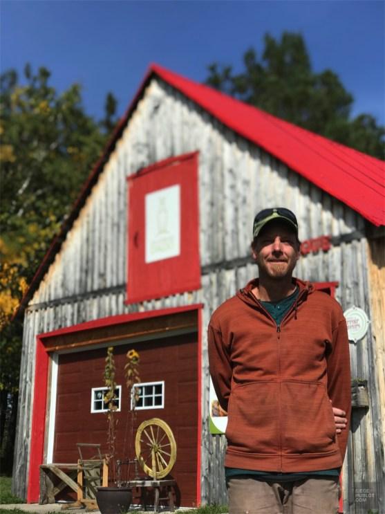 Nicolas propriétaire - Ferme Fibres et Compagnie - Un épicurien à Rivière-du-Loup - Amérique du Nord, Canada, Québec, Bas St-Laurent