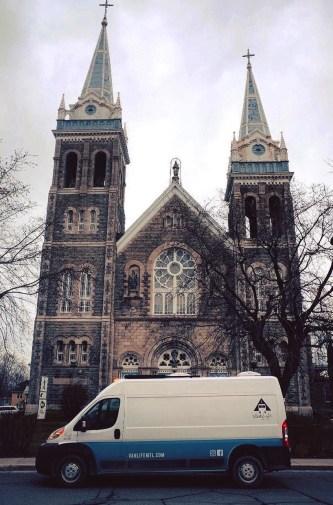 Église St-Romuald - Camping hivernal - Vivre la VanLife quatre saisons - Amérique du Nord, Canada, Québec, Cantons-de-l'Est, Charlevoix, À faire, Roadtrip