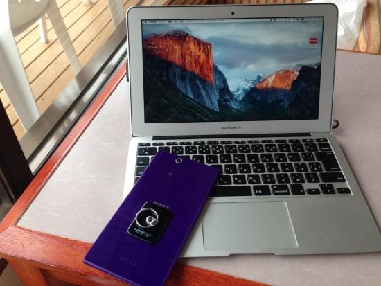 MacBookAirとスマホ