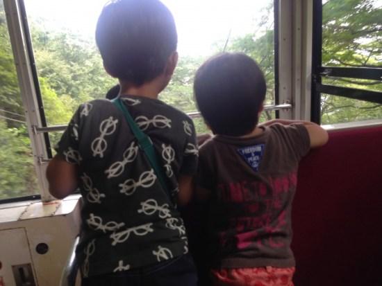 ケーブルカーの子供たち