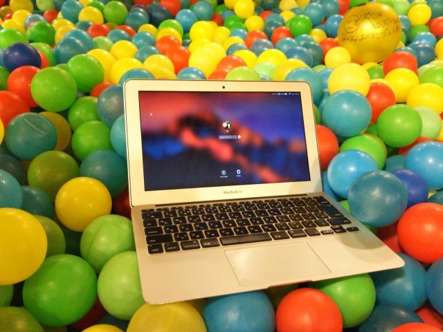 MacBookAirとボール