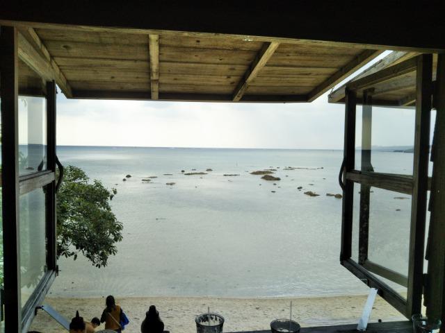 沖縄で見つけた良いカフェ。洞窟内のケイブカフェ・海が見える絶景の浜辺の茶屋