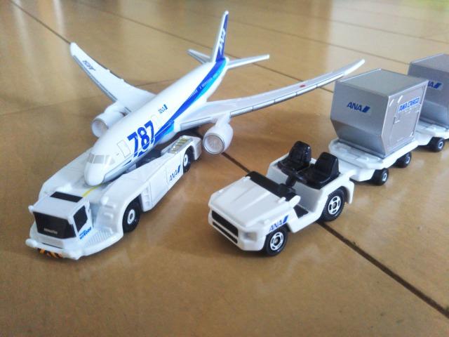 飛行機好きの子供におすすめ!トミカのエアポートセットとJALウイングコレクション