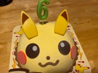 子供の誕生日にサーティワンのアイスケーキ。ピカチュウに大喜び